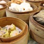 Jangan Lupa Cicipi Kuliner Khas Negeri Tirai Bambu dan Bawa Pulang Ragam Oleh Oleh China Berikut! (2020)