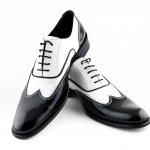 Ada kalanya kita bosan dengan pilihan warna netral yang itu-itu saja. Nah, sudah coba belum sepatu dengan paduan warna hitam dan putih? Tidak kalah kece dan pastinya bisa bikin kamu tampil beda. Intip yuk rekomendasi sepatu hitam putih dari kami!