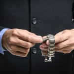 Jam tangan TAG Heuer adalah salah satu merk jam tangan ternama asal Swiss yang sudah terkenal di seluruh dunia. Jika Anda adalah kolektor jam tangan yang mengincar merk ini, ketahui cara membedakan jam yang asli dengan yang palsu berdasarkan panduan BP-Guide berikut ini.