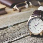 男性にとって腕時計とは、時間を確認するだけでなく、自身のステータスを守るための大切なツールです。そこで、日本を代表する時計ブランド「オリエント」の、プレゼントされて嬉しいメンズ腕時計を徹底調査しました。人気シリーズであるオリエントスターなど、シリーズ別に詳しくご紹介します。また、プレゼントされて喜ばれる理由や予算などもまとめましたので、プレゼントを選ぶ時の参考にしてください。