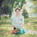 Sangat mengasyikkan memang jika kita bisa belajar budaya negara lain. Salah satu negara yang budayanya bisa kita pelajari adalah Vietnam. Coba yuk kita tengok aneka pakaian tradisionalnya yang dikenal begitu indah!