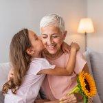 Bài viết tổng hợp 10 món quà sinh nhật ý nghĩa nhất năm 2020 kèm theo những lời chúc hay để bạn dành tặng cho ông, bà, bố, mẹ trên 60 tuổi.