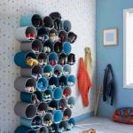 Perabotan rumah tangga tentu saja perlu dipikirkan agar sesuai dengan kondisi rumah. Perabotan rumah sudah banyak yang bisa menghemat tempat, seperti rak sepatu gantung. Dengan begitu, tentu cocok untuk ruangan minimalis.