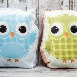 Menghias rumah bisa dengan cara memberikan dekorasi berupa bantal. Pilih bantal karakter untuk diletakkan di atas kursi atau di atas tempat tidur. Untuk pilihan bantal karakternya, cek rekomendasi BP-Guide ya!