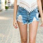 Siapa bilang menggunakan celana pendek tak bisa membuatmu terlihat modis? Ada berbagai pilihan celana pendek yang bisa dimiliki yang membuatmu tetap nyaman dan penampilan juga oke. Yuk, simak rekomendasinya di BP-Guide.