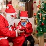 Đối với những trẻ em lên 3, Giáng Sinh là dịp lễ quan trọng để được vui chơi và nhận quà từ ông già Noel. Chắn chắn bé nào cũng đang rất mong chờ để nhận được món quà mà mình mong ước từ lâu. Lúc này, hẳn ba mẹ cũng đang băn khoăn chưa biết nên chọn quà gì cho con trai nhỏ nhà mình. Dưới đây là gợi ý 10 món quà Noel ý nghĩa cho bé trai 3 tuổi (năm 2020), hãy tham khảo ngay để có lựa chọn phù hợp ba mẹ nhé.