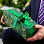 いつも温かく見守っていてくれるおじい様に、感謝の気持ちを込めてクリスマスプレゼントを贈りませんか?ここでは、祖父・おじいちゃんに人気のクリスマスプレゼント2019年最新ランキングをご紹介します。パジャマなど、実用的で喜ばれるアイテムが数多く揃っていますので、ぜひプレゼント選びの参考にしてください。