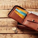 高品質な鞄が圧倒的な人気を誇るポーターは、多くのシリーズでメンズ財布も展開しており、たくさんの人に愛されています。鞄を気に入り、財布などの小物も同じシリーズで揃えている人もいるほどです。この記事では、ポーターのメンズ財布の上手な選び方や、おすすめのアイテムがわかりやすいランキングをご紹介しているので、ぜひ購入の参考にしてください。
