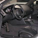 Karpet mobil akan membuat interior mobil tampak lebih mewah. Simak tips memilih karpet mobil dari kami. Dan jangan lupa cek juga rekomendasi produknya!