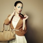 10 Koleksi Tas Wanita Terbaru Dari Brand Ternama Yang Akan Membuat Tampilanmu Makin Stylish (2018)