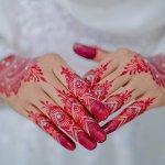 Henna artist adalah salah satu profesi yang banyak dilirik belakangan ini. Kalau kamu tertarik menjadi salah satunya, tentu kamu wajib memiliki peralatan lengkapnya. BP-Guide punya sederet rekomendasi alat untuk kamu yang ingin jadi henna artist loh!
