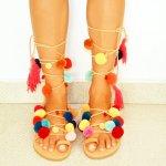Kamu suka sandal lucu dan berniat menambah koleksimu? Atau kamu tipe yang hanya mengandalkan sandal karena fungsinya saja? Wah, wah, kalau kamu tipe yang kedua tidak ada salahnya lho mencoba mencerahkan image-mu dengan sandal lucu nan imut ini.