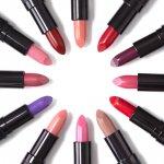 Sebagai beauty enthusiast, tentunya kamu harus tahu dong warna-warna lipstik yang akan menjadi tren dan banyak disukai dalam tahun 2019 ini. Kira-kira warna apa saja ya yang akan menjadi ratu untuk pewarna bibir di musim ini? Simak yuk, biar nggak ketinggalan!