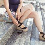 Siapa sih yang tidak ingin terlihat cantik dan sempurna? Apalagi jika ingin memiliki kaki yang jenjang dan indah, pasti setiap wanita mendambakannya. Kamu nggak perlu bingung, kehadiran sepatu wedges bisa jadi solusi agar kakimu tetap tampil indah jika kamu agak kesulitan menggunakan high heels. Yuk, simak dulu rekomendasi gaya dan sepatu wedges terbaru dari BP-Guide!