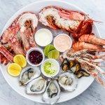 Untuk menikmati makanan laut biasanya kita datang ke restoran yang menghadirkan aneka menu seafood. Tetapi dengan resep seafood yang BP-Guide sajikan ini, kamu bisa lho memasak aneka masakan seafood yang enak dan lezat untuk keluarga tercinta.