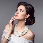 Perhiasan sangat lekat kaitannya dengan wanita. Bahkan orang tua sering memakaikan anting-anting untuk anak perempuan sejak bayi. Semakin dewasa pun wanita tak pernah jauh-jauh dari perhiasan untuk mempercantik penampilan. Yuk simak serba-serbi perhiasan dan rekomendasi set perhiasan lengkap dari BP-Guide.