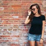 Kaos memang atasan yang simpel, tapi sangat mudah untuk dipadupadankan dengan berbagai item fashion kekinian. Kaos juga nggak akan bikin kamu mati gaya karena tidak akan pernah kehabisan tren. Nah, apa kamu sudah punya koleksi kaos terbaru yang kekinian? Simak rekomendasinya, ya!