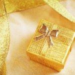 Hadiah adalah kejutan menyenangkan bagi siapa pun, tak terkecuali pasangan. Bagi orang tersayang, kado jadi salah satu bentuk perhatian yang sering dilakukan. Intip inspirasi hadiah untuk kado berkesan bagi pasangan.
