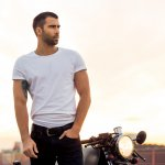 Ingin Tampil Kece di Berbagai Suasana? 10 Rekomendasi Baju Kaos Pria Keren Ini Bisa Jadi Solusinya!