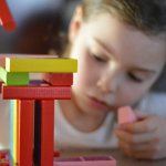 Mainan edukatif sangat pas jadi pilihan untuk diberikan pada anak. Tidak hanya disukai anak saja, tapi mainan edukatif juga membantu perkembangan otak dan motoriknya. Ingin cari ide mainan edukatif untuk kado? Simak ulasannya berikut ini.