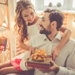 Confused about how to find the perfect anniversary gift for your boyfriend? Here's an article to solve that exact problem! There are 10 amazing anniversary gift recommendations and if you don't like them, we also provide you with tips on how you can find your own gift for him easily.