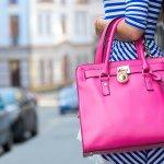 Wanita mana yang tidak menyukai ikon fashion yang satu ini? Ya, saking disukainya, tas elegan menjadi salah satu barang yang paling diincar para kaum hawa. Tertarik untuk memiliki tas elegan ini? Simak rekomendasi BP-Guide berikut!
