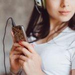 Handphone bukan barang yang digunakan untuk komunikasi saja, tetapi juga menjadi salah satu barang favorit. Tidak jarang seseorang sangat menyayangi smartphonenya hingga mempercantik tampilannya. Berbagai aksesoris hp kerap kali digunakan untuk menambah kesan cantik pada ponselnya. Berikut rekomendasinya dari BP-Guide.