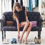 Sebagai wanita memiliki sepatu tentunya tak hanya satu. Biasanya banyak wanita membeli sepatu dengan beragam model yang bisa disesuaikan dengan berbagai acara. Berikut BP-Guide rekomendasikan model sepatu wanita terbaru dari Shopee. Marketplace yang satu ini tentunya menyediakan beragam model sepatu yang menarik untuk dimiliki. Selain itu, simak juga tips dalam memilih sepatu yang pas berikut ini.