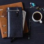 Jenis dompet pria tidak kalah beragam dari dompet wanita. Untuk dompet kulit misalnya, ada jenis dompet panjang yang oke punya. Kalau kamu sedang butuh rekomendasi dompet, cek dompet kulit panjang dari kami yuk!