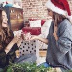 Chỉ với ngân sách 50k nhưng với nghệ thuật tặng quà và danh sách 10 món quà ý nghĩa được gợi ý trong bài viết dưới đây, bạn vẫn có thể chọn được những món quà Giáng sinh vô cùng đặc biệt để dành tặng cho những người bạn mà bạn yêu quý đấy, hãy tham khảo ngay nhé!