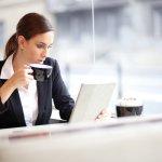 女性の上司に喜ばれる人気のプレゼントを【2019年最新版】のランキング形式でご紹介します。気になる予算やプレゼントに添えるメッセージ文例もまとめたので参考にしてください。外回りをすることの多いアクティブな女性上司には折り畳み傘やタオルを、きっちり事務仕事をこなす堅実派の上司には文房具やパソコン周辺グッズを選ぶなど、仕事の内容に合わた実用的な品物を贈ると喜ばれます。ぜひ参考にしてください。