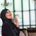Muslim yang ingin tampil wangi setiap hari mungkin akan kebingungan memilih parfum, karena parfum mengandung alkohol. Sekarang, jangan pusing lagi, karena parfum halal sudah ada banyak jenisnya di pasaran. Daripada kebingungan, yuk simak ulasan BP-Guide berikut ini.
