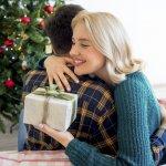 30代の彼女に喜ばれる【2019年最新版】の人気クリスマスプレゼント10選をランキング形式でご紹介します。また、予算の平均的な相場やプレゼントの渡し方、そしてクリスマスの過ごし方まで徹底解説します。是非今年のクリスマスを彼女と楽しく充実して過ごせるよう参考にしてください。