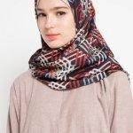 Penampilan rasanya kurang pas jika tak menggunakan jilbab yang cantik dan berkualitas. Dan lagi sekarang ini jilbab premium sedang tren, lho! Simak rekomendasinya di artikel ini, yuk!