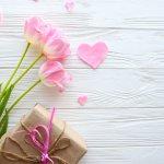 Tặng quà luôn là một trong những cách tốt nhất để thể hiện tình cảm và sự quan tâm mà bạn dành cho cô bạn thân thiết của mình. Hãy cùng điểm qua một vài ý tưởng quà tặng độc đáo, đầy ý nghĩa dưới đây để dành tặng cho cô ấy một bất ngờ thú vị trong ngày 8/3 này nhé!