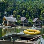 Garut,kota di Jawa Barat ini memang terkenal dengan berbagai destinasi wisata menarik dan oleh-oleh khasnya. Jika kamu berkunjung ke kota ini dan ingin mendapatkan pengalaman liburan yang berkesan, cobalah menginap di beberapa penginapan yang direkomendasikan BP-Guide berikut ini!