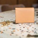 イルビゾンテの二つ折りや三つ折りのレディース財布は、革本来の風合いや経年変化を感じられるのが魅力です。今回は、編集部がwebアンケート調査の回答などをもとに厳選した、イルビゾンテの二つ折り財布や三つ折り財布の人気シリーズをご紹介します。アイテムごとの特徴がひと目でわかるランキングや選び方のポイントをチェックして、お気に入りの商品を手に入れましょう。