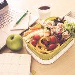 Chế độ ăn eat clean giúp cơ thể đào thải độc tố, giảm béo, hấp thụ các dưỡng chất một cách hoàn hảo nhất. Những người làm văn phòng do đặc tính ít di chuyển, ít hoạt động và chế độ ăn nhiều dầu mỡ nên cơ thể thường tích tụ mỡ thừa, độc tố gây hại. Thói quen ăn vặt của người làm văn phòng lại càng tiếp tay thêm cho những tác hại này. Vì vậy để tốt hơn cho sức khỏe, mời bạn cùng tham khảo 10 gợi ý đồ ăn vặt eat clean cho dân văn phòng qua bài viết dưới đây nhé!