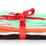 Tahun baru bisa jadi momen spesial berkumpul bersama orang-orang tersayang. Anda bisa hadiahkan sesuatu untuk orang terdekat seperti keluarga. Nah, baju bisa jadi pilihan tepat nih. Anda bisa mendapatkan rekomendasi baju menarik dari BP-Guide yang bisa dibeli secara online di Shopee. Cek rekomendasi kami yuk!