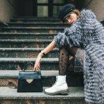 Sepatu kulit memang jadi pilihan tepat untuk segala suasana. Kamu yang ingin tampil fashionable di berbegai kesempatan, wajib punya sepatu kulit ya. Cek rekomendasi sepatu kulit wanita dari kami!