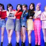 Twice, girl band asal Korea Selatan ini memang punya daya tarik tersendiri untuk para penggemarnya. Tidak hanya berparas cantik saja namun kemampuan mereka dalam bernyanyi dan menari tidak diragukan lagi. Yuk, miliki berbagai merchandise Twice yang menarik ini! Langsung cek aja deh.