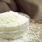 """Sebagai orang Indonesia, rasanya belum dikatakan """"makan"""" jika belum menyantap nasi. Olahan dari beras ini memang jadi bagian dari kehidupan sehari-hari kebanyakan masyarakat Asia. Selain memberikan energi karena mengandung karbohidrat, nasi juga memiliki beberapa manfaat lain. Kehadirannya berharga untuk membantu kita agar bisa beraktivitas dan berikut rekomendasi beras putih untuk sehari-hari."""