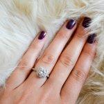 Baik pria atau wanita, hampir setiap orang menyukai perhiasan terutama cincin. Kalau kamu adalah orang yang gemar mengenakan cincin, kamu bisa simak referensi cincin model terbaru yang dirangkum BP-Guide berikut ini!