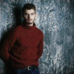 Sweater adalah pilihan yang pas untuk tampil keren dalam tampilan kasual di musim hujan. Berikut ini, BP-Guide akan memberikan rekomendasi sweater yang pas untuk melengkapi gaya Anda. Simak, yah.