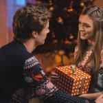 Bởi vì Giáng sinh mang ý nghĩa của an lành và những yêu thương ấm áp, bạn đừng quên dành tặng cho người bạn yêu thương một món quà ý nghĩa và những lời chúc tốt lành dịp Giáng sinh này nhé. Bài viết này sẽ tổng hợp giúp bạn top 10 món quà Noel ý nghĩa tặng người yêu (năm 2020) nhé!