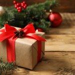 Sẽ thật tuyệt vời nếu bạn có thể dành thời gian dạo quanh Sài Gòn dịp cuối năm để cảm nhận không khí Giáng sinh ấm áp và tìm chọn cho người bạn yêu thương một món quà Noel ưng ý. Tuy nhiên, nếu bạn quá bận rộn thì mua quà Noel online tại 10 shop quà Noel chất lượng tại TPHCM (năm 2020) được gợi ý trong bài viết dưới đây cũng là một lựa chọn mà bạn nên cân nhắc đấy!