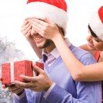大学生や20代社会人の男性が貰って嬉しい人気のクリスマスプレゼントを、大学生と20代社会人別に【2017年度最新版】ランキング形式で紹介いたします。  また、男性がプレゼントに貰って嬉しいクリスマスプレゼントといえば、財布やキーケース、マフラー等、様々なものがありますが、プレゼント選びおいて選ぶポイントや予算・相場などを、大学生と20代社会人とに分けて、わかりやすくまとめました。ぜひ素敵なプレゼント選びの参考にご活用ください!