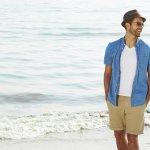 Outfit yang dipakai saat ke pantai juga harus disesuaikan. Ini juga berlaku untuk pria lho. Kaum pria bisa tetap tampil keren dan stylish saat liburan ke pantai. Pakaian seperti apa ya yang membuat para pria tetap kece saat pergi ke pantai?