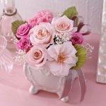 結婚祝いには定番の花のプレゼント。花のプレゼントにはどんな意味があるのか、花言葉や人気の理由を解説します。さらに、【2017年度版】種類別にランキング形式で、結婚祝いのプレゼントに喜ばれている花をご紹介していきます!こちらを参考に、素敵なプレゼントを見つけてくださいね。