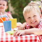3歳の男の子に喜ばれている【2019年最新版】人気の誕生日プレゼントをランキング形式でご紹介します。3歳の男の子に贈る誕生日プレゼントには、夢中になって遊べるようなオモチャがオススメです。ぜひ参考にしてください。